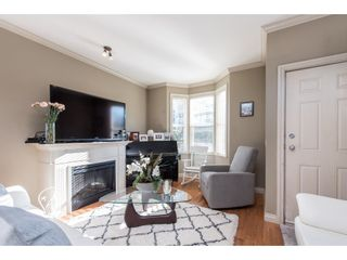 """Photo 3: 1 33321 GEORGE FERGUSON Way in Abbotsford: Central Abbotsford Townhouse for sale in """"Cedar Lane"""" : MLS®# R2438184"""