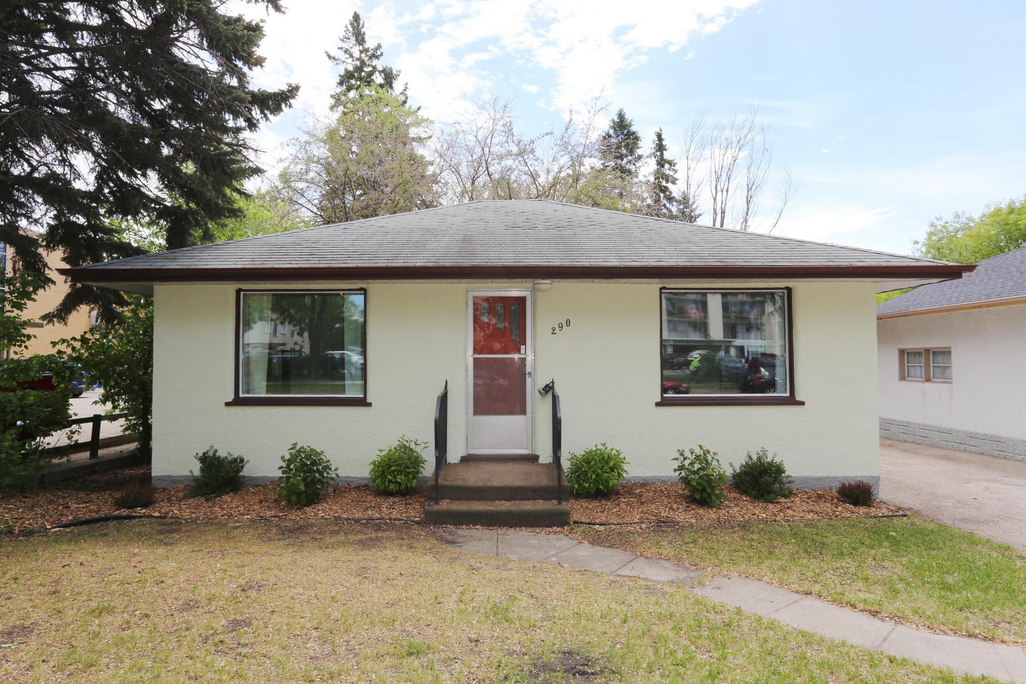 Photo 2: Photos: 290 McLeod Avenue in Winnipeg: North Kildonan Single Family Detached for sale (3F)  : MLS®# 1814938