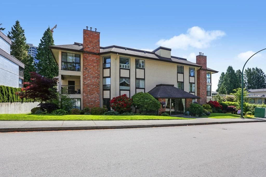 "Main Photo: 202 1480 VIDAL Street: White Rock Condo for sale in ""THE WELLINGTON"" (South Surrey White Rock)  : MLS®# R2589455"