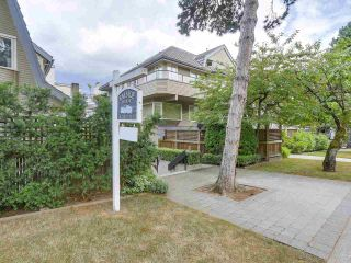 """Photo 2: 2411 W 1ST Avenue in Vancouver: Kitsilano Townhouse for sale in """"Bayside Manor"""" (Vancouver West)  : MLS®# R2191405"""