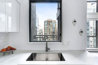 "Photo 9: 1606 1238 RICHARDS Street in Vancouver: Yaletown Condo for sale in ""Metropolis"" (Vancouver West)  : MLS®# R2539296"
