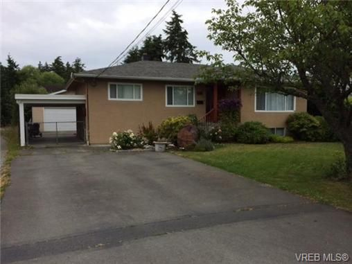 Photo 2: Photos: 568 Normandy Rd in VICTORIA: SW Royal Oak House for sale (Saanich West)  : MLS®# 674739