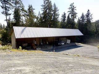 Photo 2: 3181 GLENROSA Road in No City Value: Out of Town House for sale : MLS®# R2609388