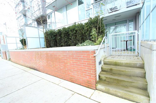 Photo 1: 109 1618 Quebec Street in Vancouver: Mount Pleasant VE Condo for sale (Vancouver East)  : MLS®# R2049262