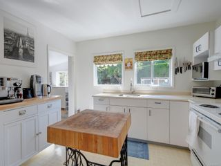 Photo 10: 1104 Glenora Pl in : SE Maplewood House for sale (Saanich East)  : MLS®# 882585