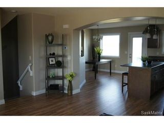 Photo 4: 211 Warwick Crescent: Warman Single Family Dwelling for sale (Saskatoon NW)  : MLS®# 434382