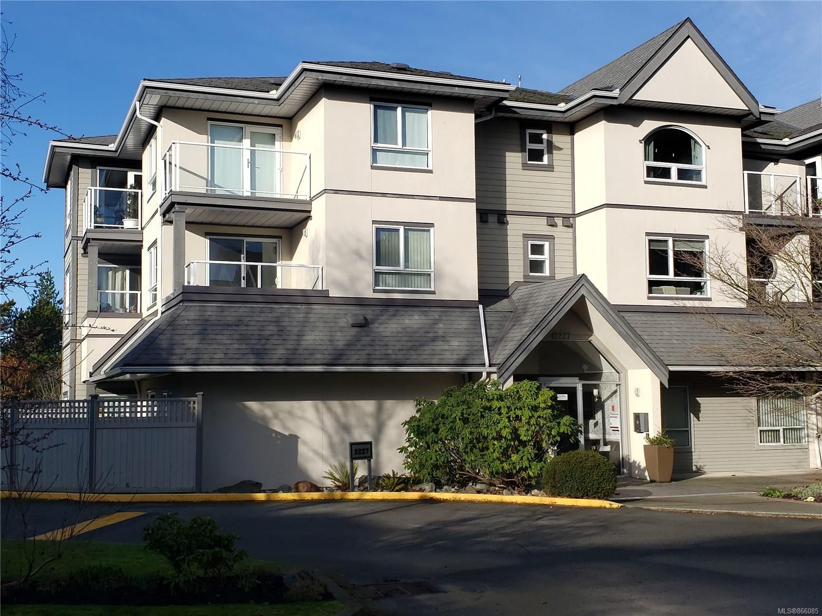 Main Photo: 203 2227 James White Blvd in : Si Sidney North-East Condo for sale (Sidney)  : MLS®# 866085