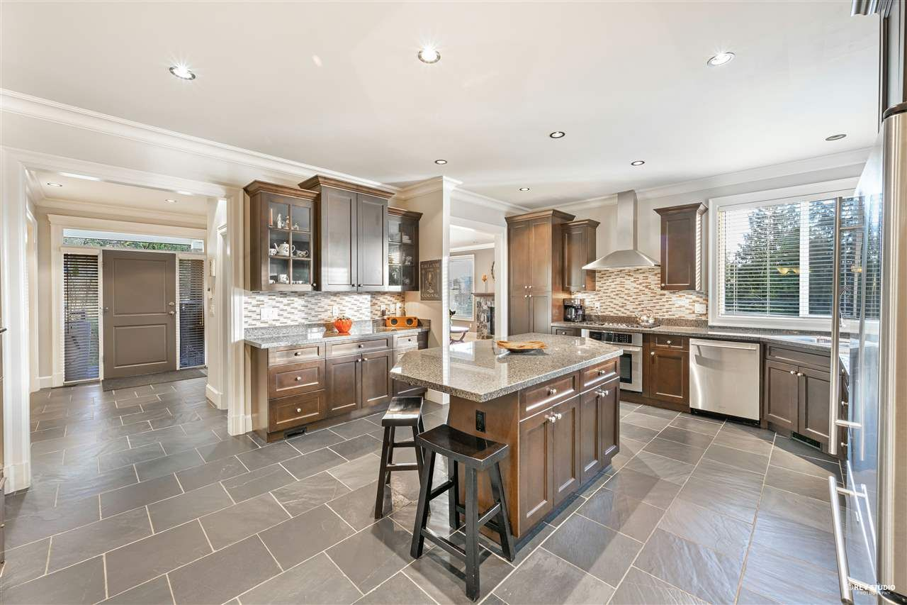 Photo 17: Photos: 645 IOCO Road in Port Moody: North Shore Pt Moody House for sale : MLS®# R2537725