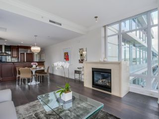 Photo 2: 803 428 BEACH Crescent in Vancouver: Yaletown Condo for sale (Vancouver West)  : MLS®# R2072146