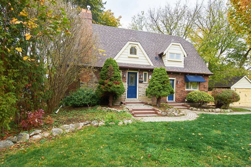 FEATURED LISTING: 34 Burnhamthorpe Crescent Toronto