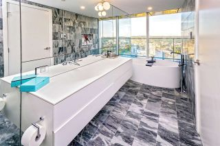 "Photo 12: 5601 1480 HOWE Street in Vancouver: Yaletown Condo for sale in ""VANCOUVER HOUSE"" (Vancouver West)  : MLS®# R2531161"