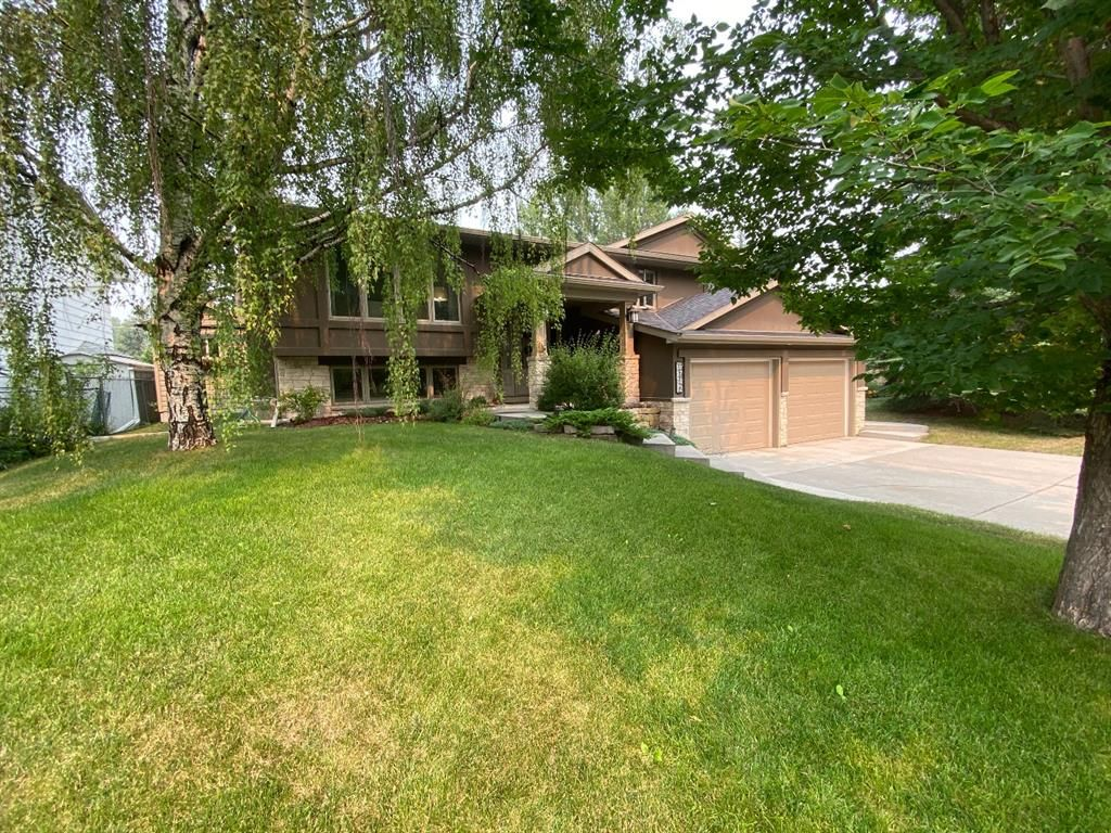 Main Photo: 6742 Leaside Drive SW in Calgary: Lakeview Detached for sale : MLS®# A1137827