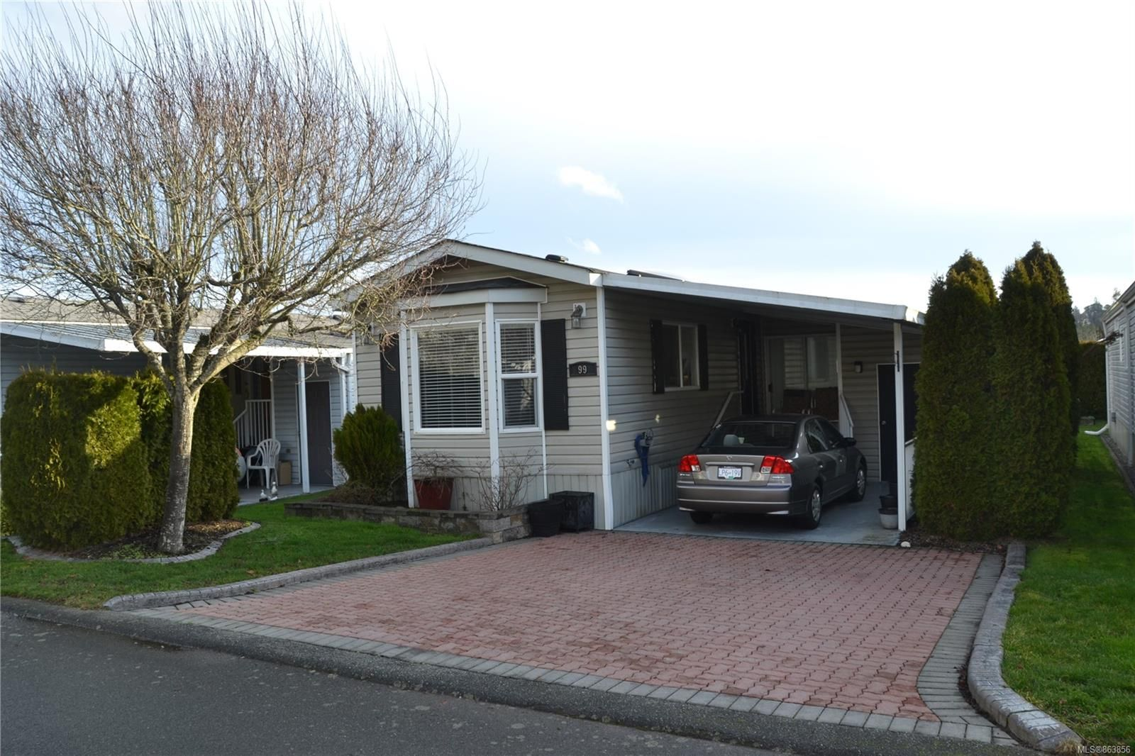 Main Photo: 99 7583 Central Saanich Rd in : CS Hawthorne Manufactured Home for sale (Central Saanich)  : MLS®# 863856