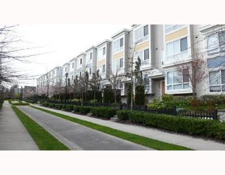 """Photo 10: 6791 VILLAGE Grove in Burnaby: VBSHG Townhouse for sale in """"MONTEREY"""" (Burnaby South)  : MLS®# V702457"""