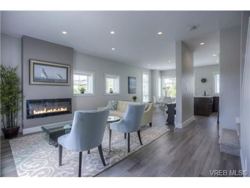 Main Photo: 102 2737 Jacklin Rd in VICTORIA: La Langford Proper Row/Townhouse for sale (Langford)  : MLS®# 737621