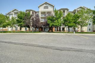 Main Photo: 105 17 Country Village Bay NE in Calgary: Country Hills Village Apartment for sale : MLS®# A1133962