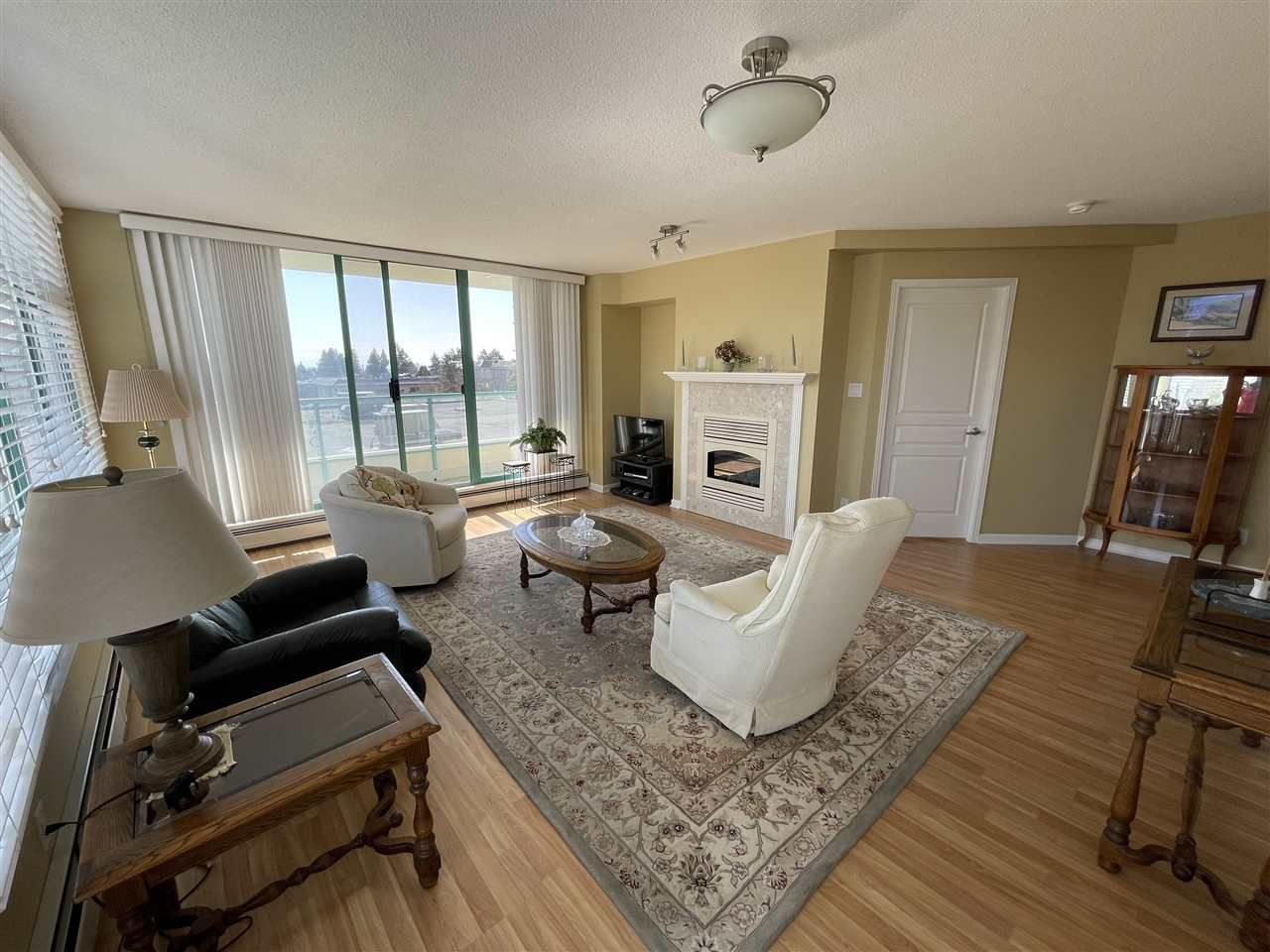 """Main Photo: 303 15466 NORTH BLUFF Road: White Rock Condo for sale in """"THE SUMMIT"""" (South Surrey White Rock)  : MLS®# R2557297"""
