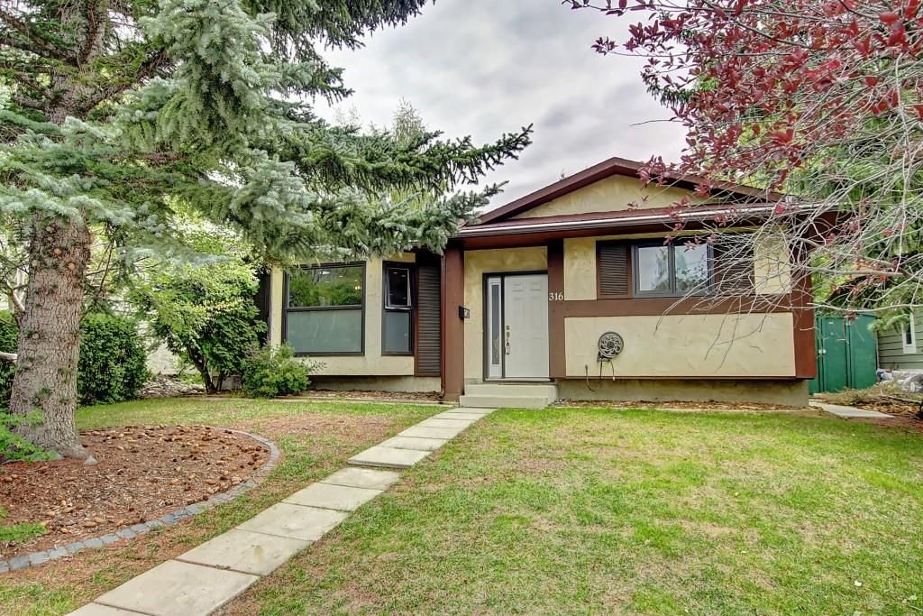 Main Photo: 316 SILVER HILL WY NW in Calgary: Silver Springs House for sale : MLS®# C4265263
