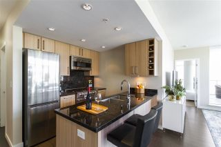 """Photo 7: 1008 1708 COLUMBIA Street in Vancouver: False Creek Condo for sale in """"Wall Centre- False Creek"""" (Vancouver West)  : MLS®# R2560917"""