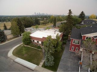 Photo 2: 23 CORNWALLIS Drive NW in Calgary: Cambrian Heights House for sale : MLS®# C4136794