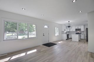 Photo 14: 2445 Elmwood Drive SE in Calgary: Southview Detached for sale : MLS®# A1119973