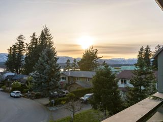 Photo 2: 304 2250 Manor Pl in COMOX: CV Comox (Town of) Condo for sale (Comox Valley)  : MLS®# 832760
