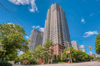 """Photo 2: 1308 909 MAINLAND Street in Vancouver: Yaletown Condo for sale in """"Yaletown Park 2"""" (Vancouver West)  : MLS®# R2590725"""