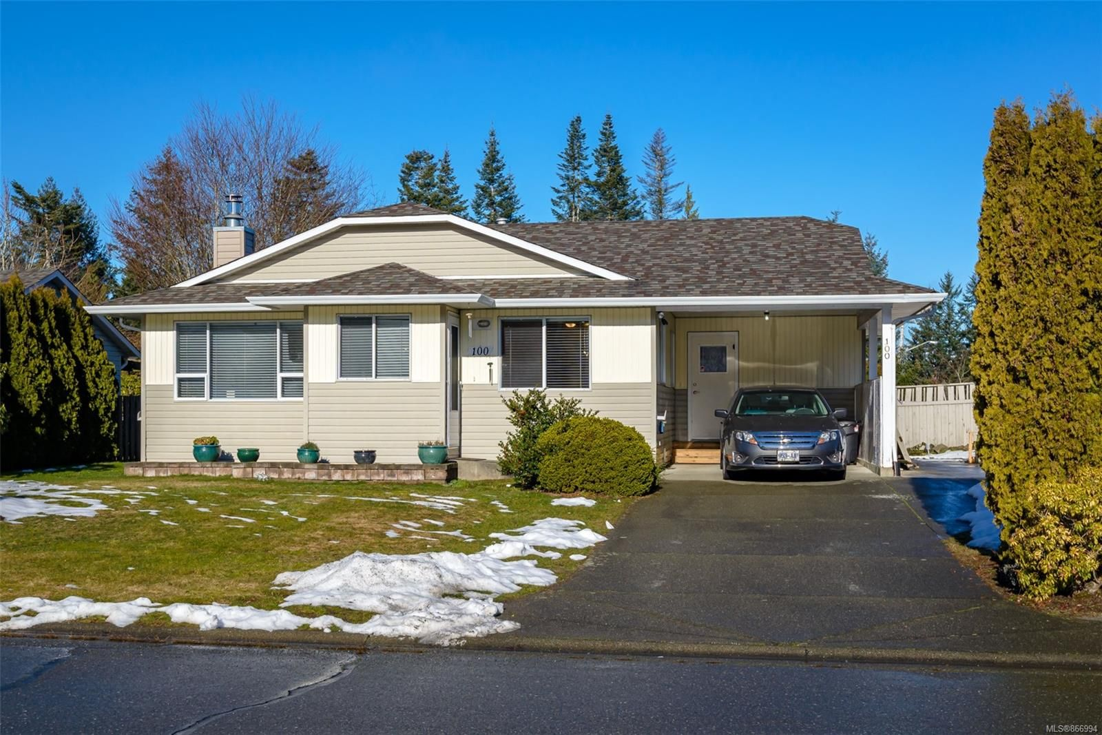 Main Photo: 100 Carmanah Dr in : CV Courtenay East House for sale (Comox Valley)  : MLS®# 866994