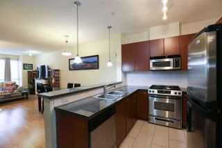 Photo 4: 307 14 E ROYAL AVENUE in New Westminster: Fraserview NW Condo for sale : MLS®# R2157525