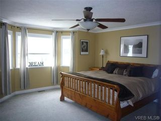 Photo 9: 1055 Violet Avenue in VICTORIA: SW Strawberry Vale Residential for sale (Saanich West)  : MLS®# 310190