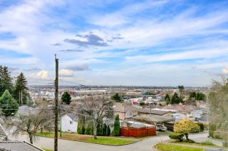 Photo 2: 1810 E 63RD Avenue in Vancouver: Fraserview VE House for sale (Vancouver East)  : MLS®# R2539366