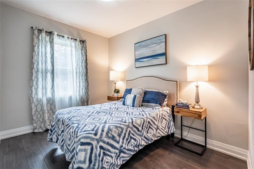 Photo 12: Photos: 2221 COURTLAND Drive in Burlington: Residential for sale : MLS®# H4084353