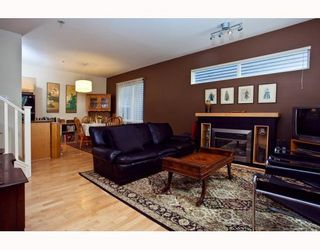 Photo 2: 889 PRIOR Street in Vancouver: Mount Pleasant VE 1/2 Duplex for sale (Vancouver East)  : MLS®# V812016