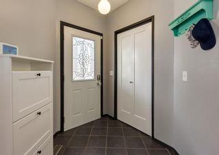 Photo 4: 121 Woodfield Close SW in Calgary: Woodbine Detached for sale : MLS®# A1126289