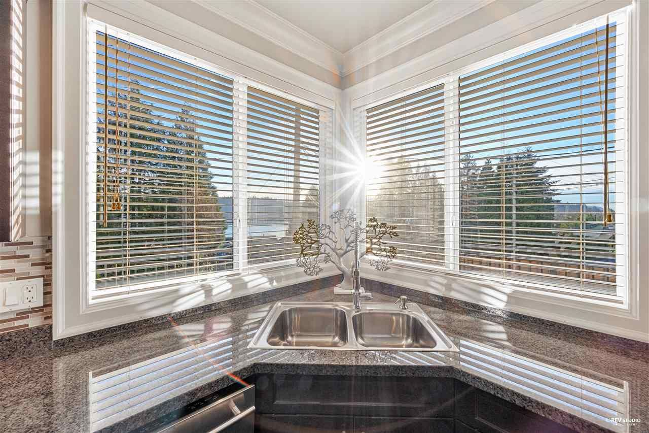 Photo 13: Photos: 645 IOCO Road in Port Moody: North Shore Pt Moody House for sale : MLS®# R2537725