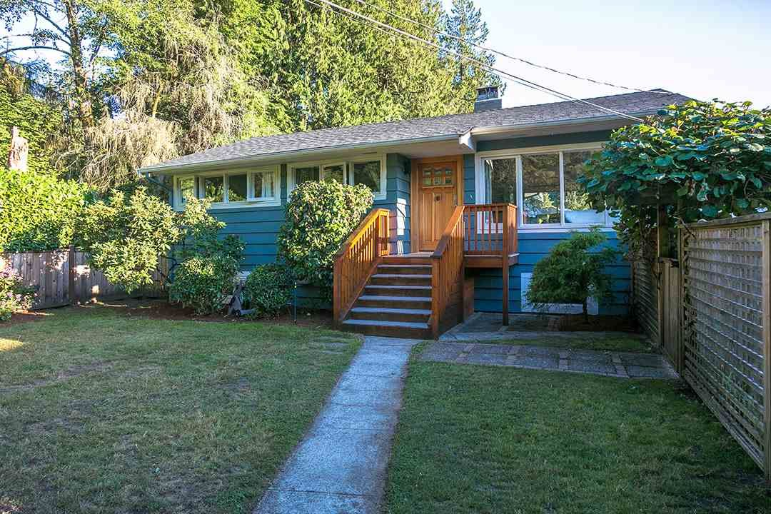 Photo 1: Photos: 3049 ELIZABETH WAY in North Vancouver: Capilano NV House for sale : MLS®# R2400055