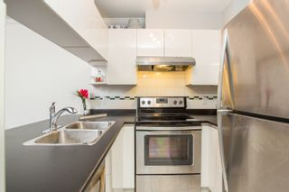 """Photo 7: 411 3638 W BROADWAY in Vancouver: Kitsilano Condo for sale in """"CORAL COURT"""" (Vancouver West)  : MLS®# R2461074"""