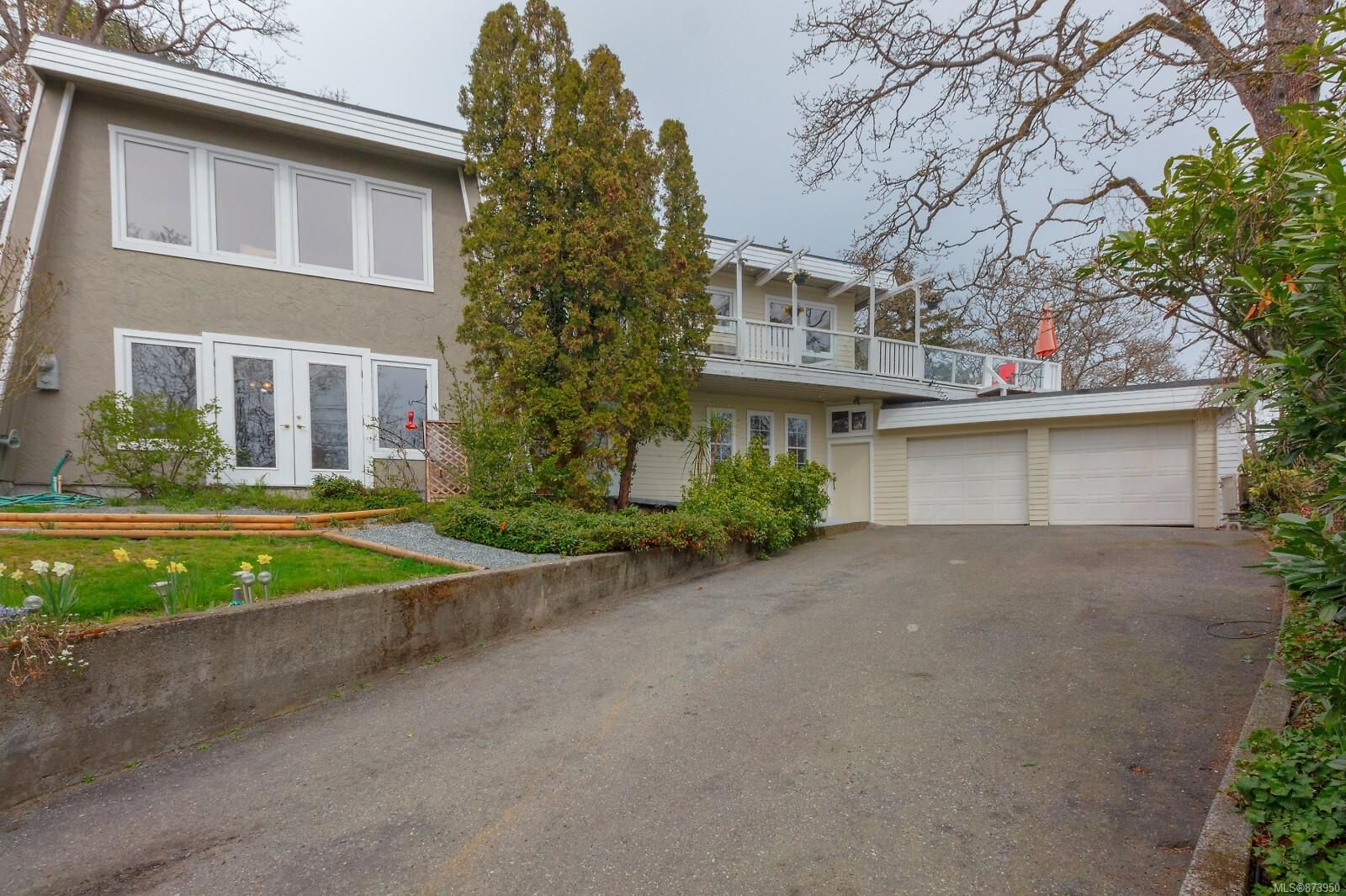 Main Photo: 1320 Queensbury Ave in Saanich: SE Maplewood House for sale (Saanich East)  : MLS®# 873950
