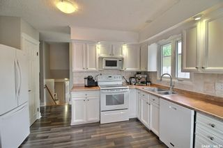 Photo 3: 1232 McKay Drive in Prince Albert: Crescent Heights Residential for sale : MLS®# SK864692