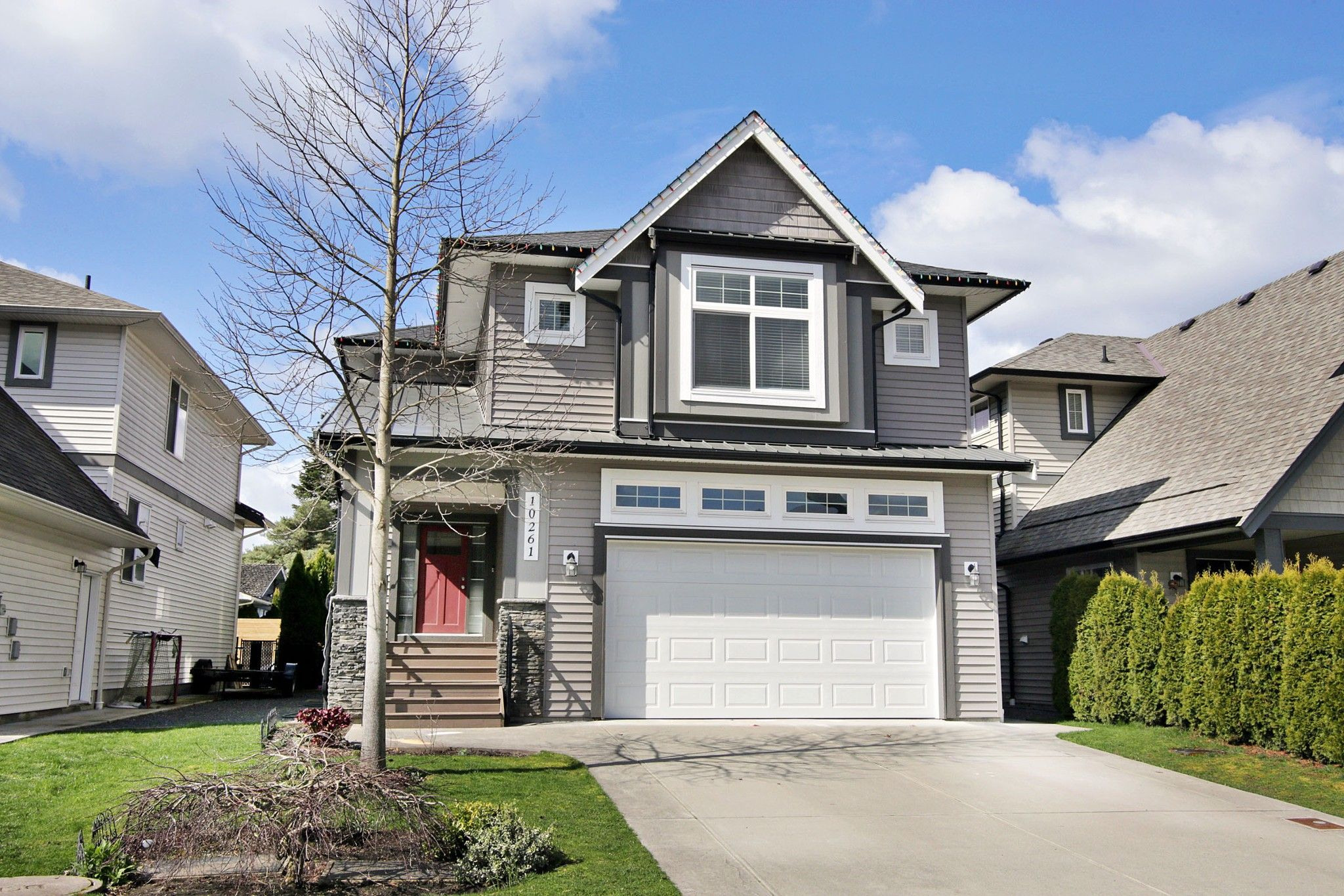 """Main Photo: 10261 MANOR Drive in Chilliwack: Fairfield Island House for sale in """"Fairfield Island"""" : MLS®# R2568147"""