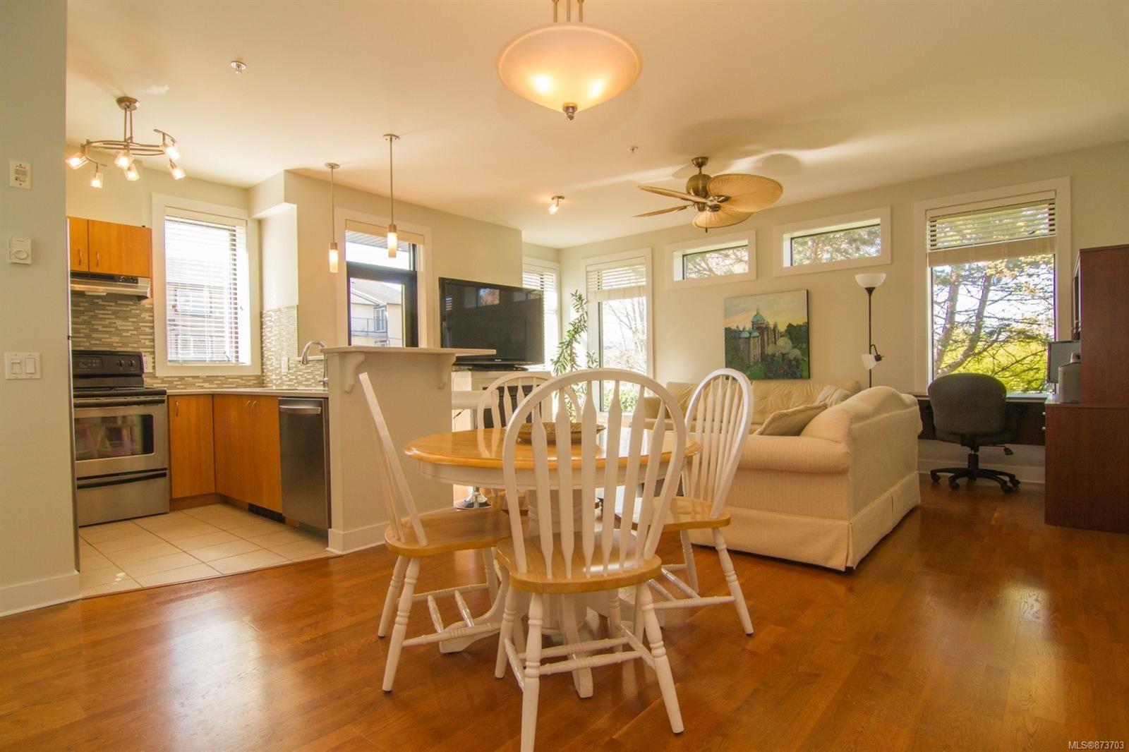 Main Photo: 101 3259 Alder St in : SE Quadra Condo for sale (Saanich East)  : MLS®# 873703