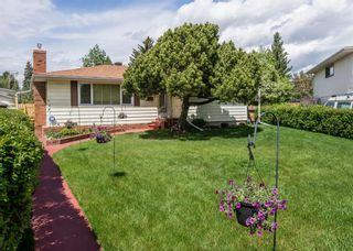 Photo 2: 127 Wedgewood Drive SW in Calgary: Wildwood Detached for sale : MLS®# A1056789