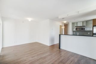 """Photo 5: 805 980 COOPERAGE Way in Vancouver: Yaletown Condo for sale in """"COOPERS POINTE by Concord Pacific"""" (Vancouver West)  : MLS®# R2614161"""