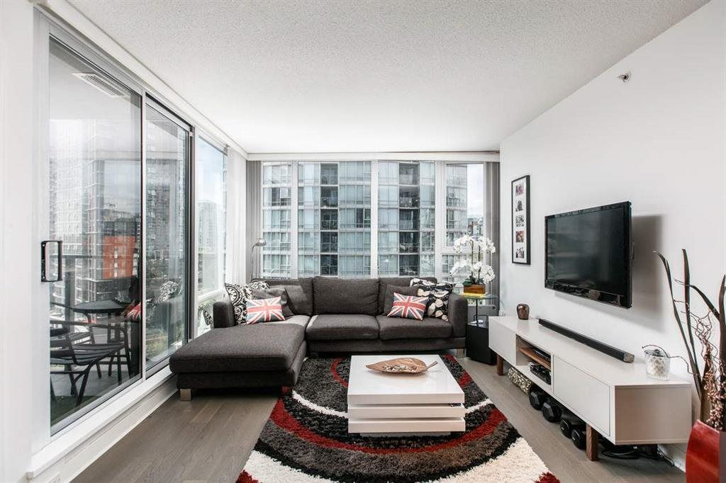 """Photo 3: Photos: 1105 1438 RICHARDS Street in Vancouver: Yaletown Condo for sale in """"AZURA 1"""" (Vancouver West)  : MLS®# R2109141"""