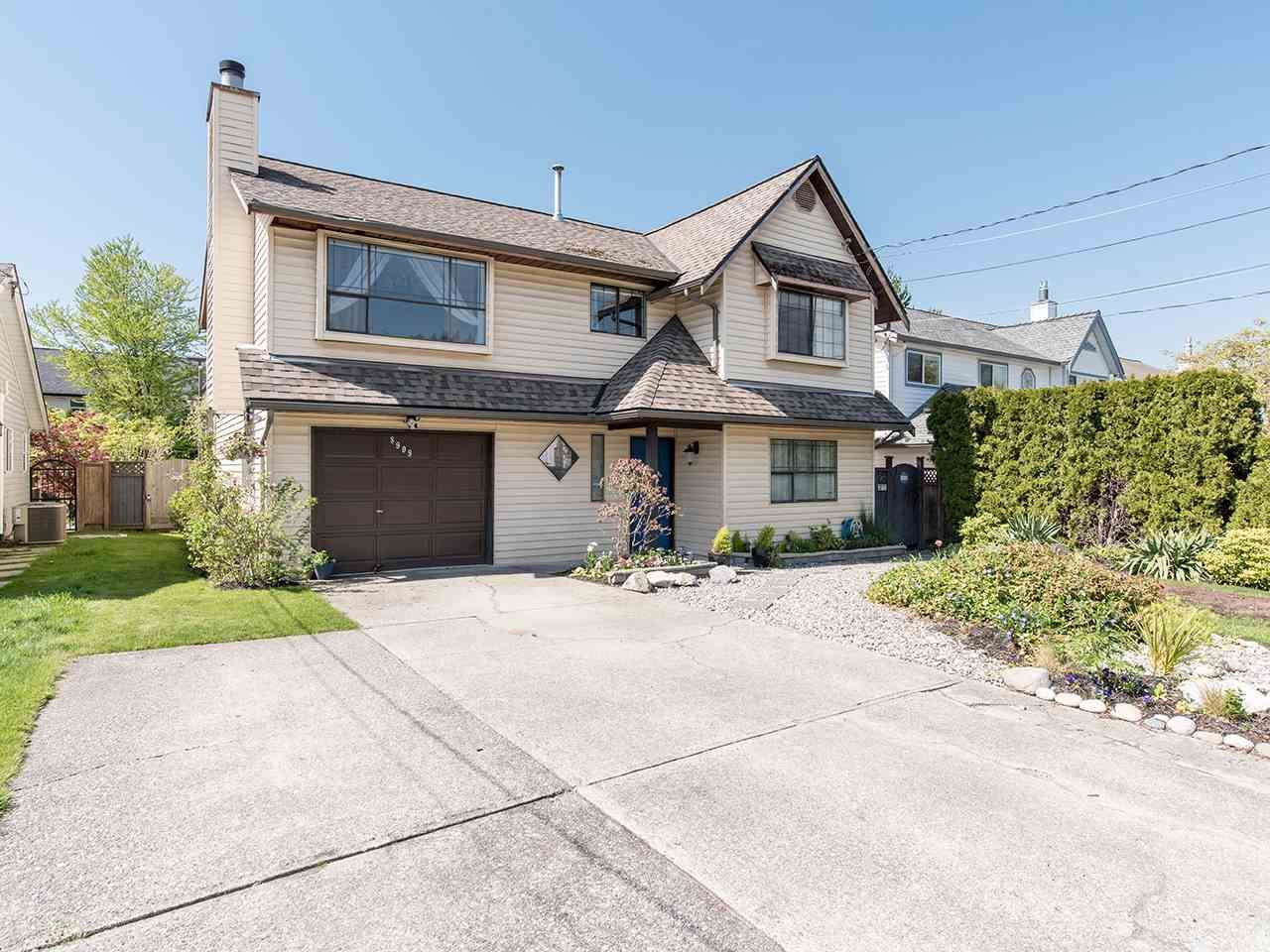 Main Photo: 8909 204 Street in Langley: Walnut Grove House for sale : MLS®# R2570370