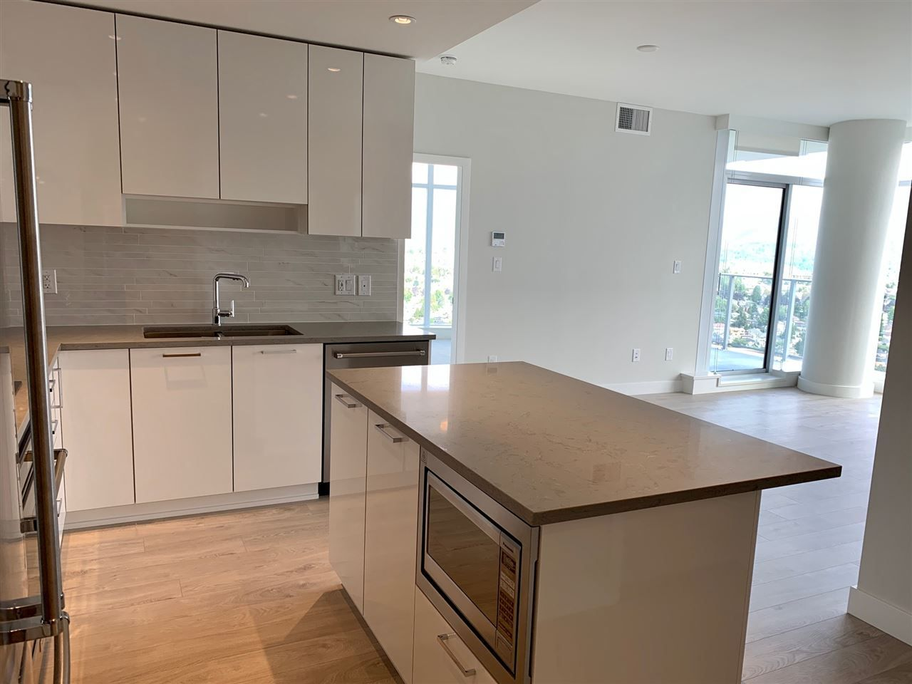 """Photo 5: Photos: 3708 1788 GILMORE Avenue in Burnaby: Brentwood Park Condo for sale in """"Escala"""" (Burnaby North)  : MLS®# R2400127"""