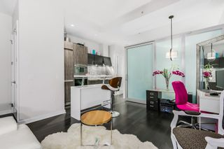 """Photo 5: 10 ATHLETES Way in Vancouver: False Creek Condo for sale in """"Kayak at the Village"""" (Vancouver West)  : MLS®# R2026611"""