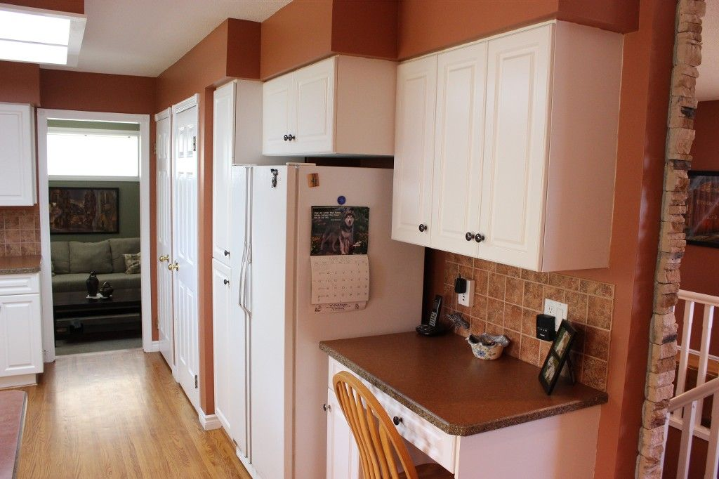 Photo 5: Photos: 1523 Robinson Crescent in Kamloops: South Kamloops House for sale : MLS®# 128448
