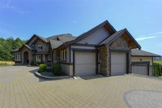 Photo 1: 12968 SOUTHRIDGE Drive in Surrey: Panorama Ridge House for sale : MLS®# R2434272