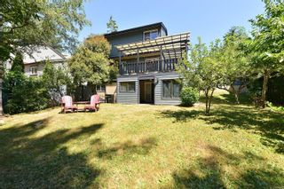 Photo 4: 685 Daffodil Ave in Saanich: SW Marigold House for sale (Saanich West)  : MLS®# 882390
